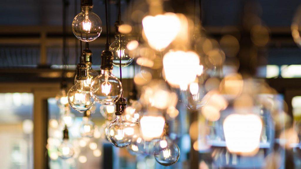 Há vários aspetos que deve ter em conta quando troca de fornecedor de luz e gás