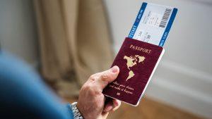Como conseguir bilhetes de avião baratos