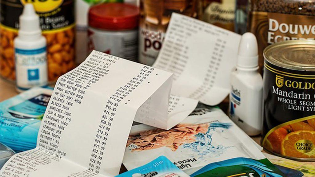 Comparar as vantagens dos descontos dos cartões de supermercado pode garantir preços mais competitivos