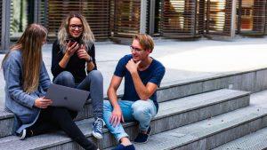 O crédito pessoal para estudantes permite financiar os estudos na faculdade