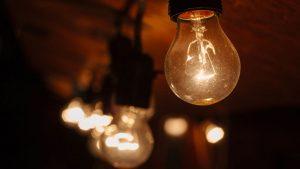 Conheça os fornecedores de energia com a eletricidade mais barata e o gás mais barato