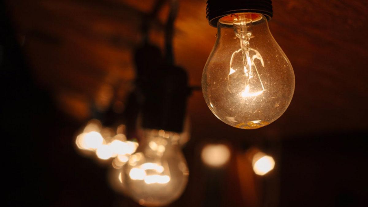 Conheça os fornecedores de eletricidade e gás mais baratos