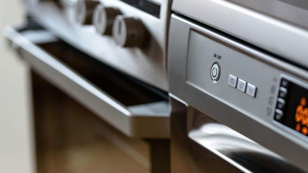 O forno é um dos eletrodomésticos que mais consome energia em casa