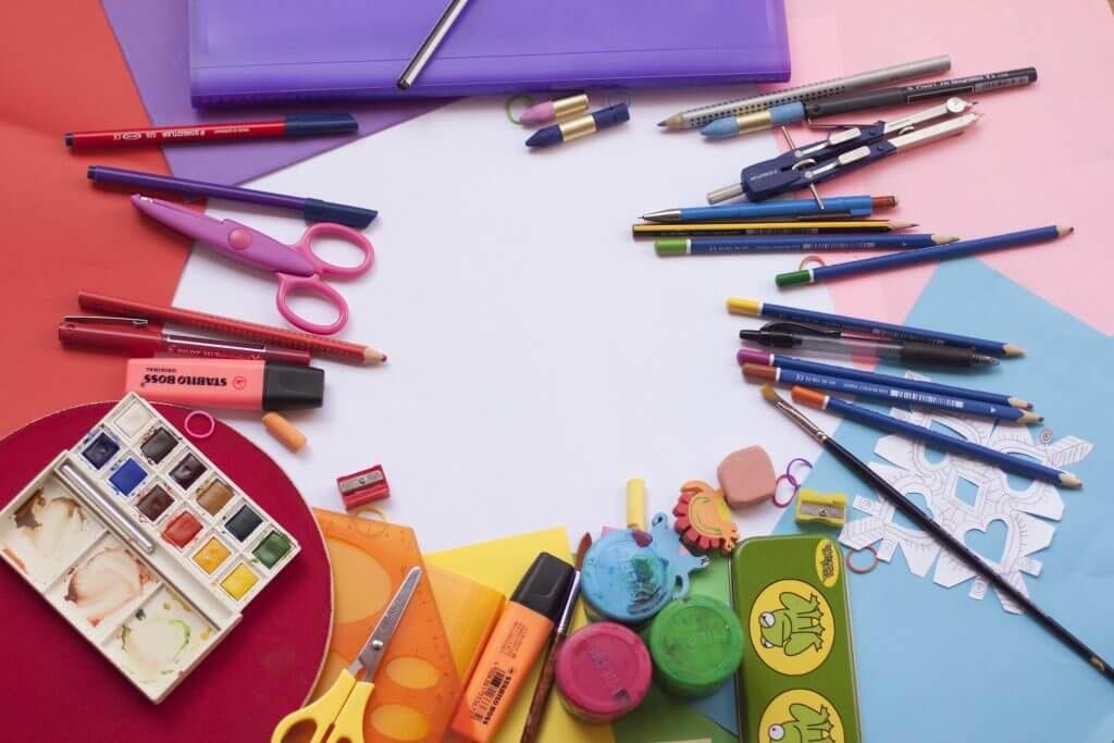Com o regresso às aulas, são várias as campanhas para a compra de livros e outros materiais de que os alunos precisam