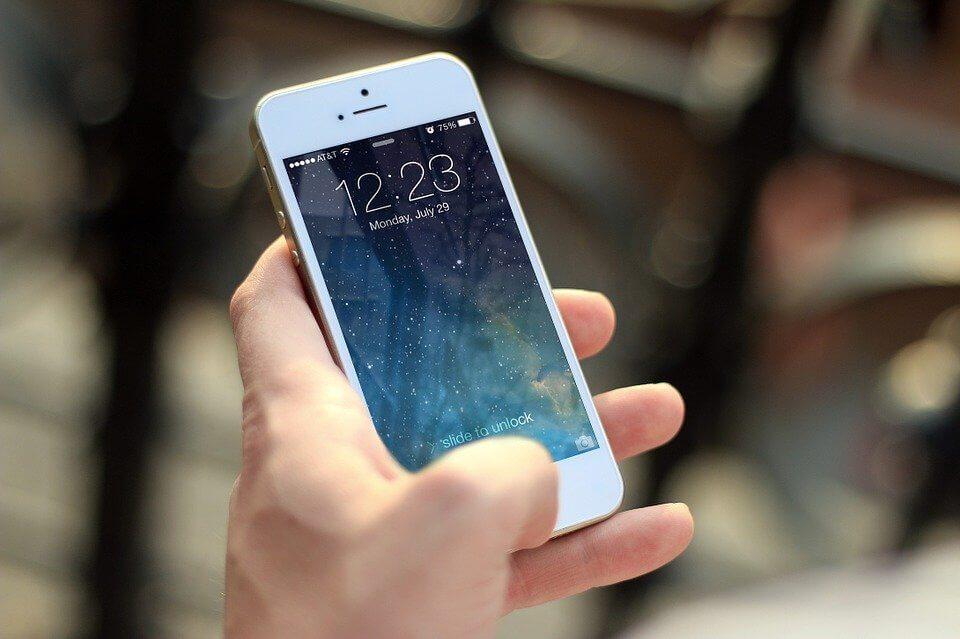 O desbloqueio de telemóveis é gratuito nas operadoras NOS e MEO, e pode ser feito logo no momento da compra do smartphone
