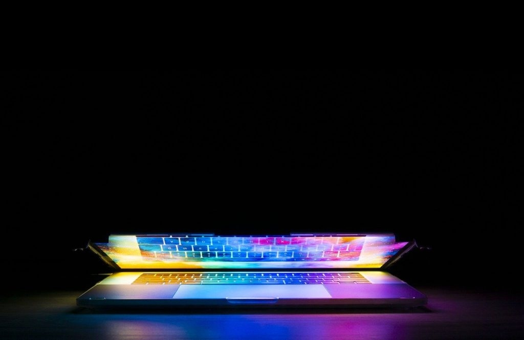 Evitar ter computadores em stand-by ajuda a baixar a fatura de energia